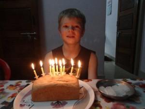 Einen Kuchen hatten wir noch nicht, der kam später... aber ein frisches Brot war auch lecker!