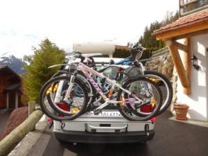 Auto eingelöst, alles eingeladen was wir brauchen, diesmal geht es weiter mit den Fahrrädern...