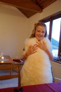 Mit dem Geburibatzen von Neni, kaufte sich Julia ein Lammfell...