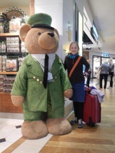 Ja, so ein Teddy fehlt noch im Zimmer von Julia!!!