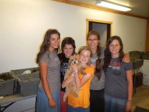 Die vier jungen Damen die Julia unter ihre Fittiche nahmen bei der Arbeit...